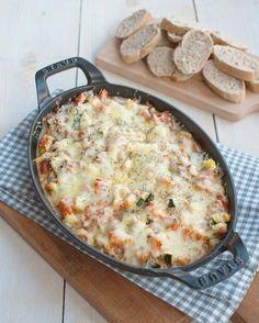 Deze Provençaalse ovenschotel met courgette en gehakt is makkelijk, verwarmend en ontzettend lekker. Fijn om te dippen met brood. Hier word je blij van!