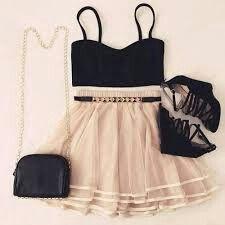 Mt fofo,top preto,saia rosa claro, bolsa preta e salto preto mt lindo!!