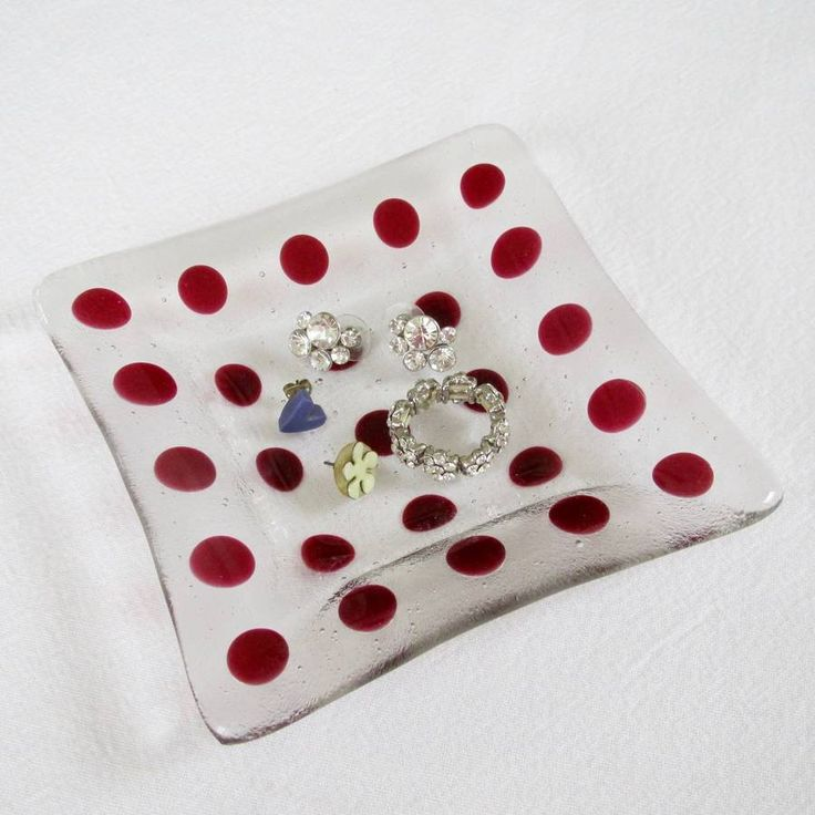 Are you interested in our handmade glass trinket jewellery dish ? With our 3rd wedding anniversary coin tray storage you need look no further.