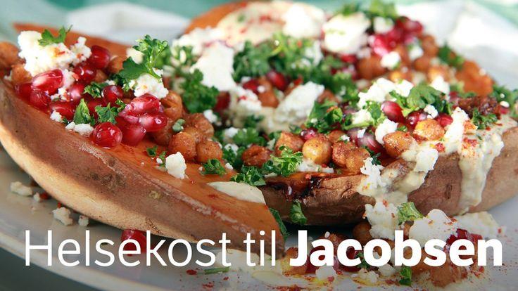 Med både søtpoteter og kikerter i ovnen har du god tid til å lage dressing og gjøre klar det du vil ha til servering. Lise Finckenhagen lager vegetarmat til Hans-Petter Jacobsen på NRK P1+.