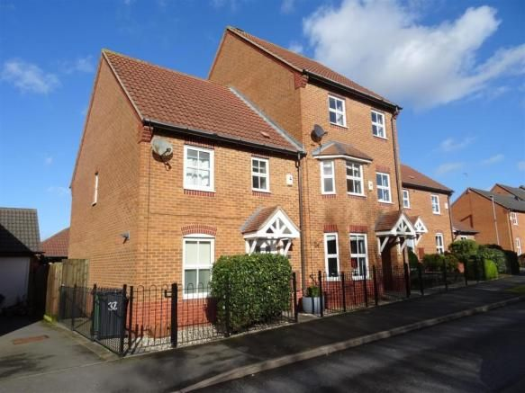 3 bedroom town house for sale - Staples Drive, Coalville, Leicestershire Full description           ** A MODERN AND WELL PRESENTED THREE BEDROOM SEMI DETACHED PROPERTY LOCATED ON A MODERN HOUSING ESTATE ON THE EDGE OF COALVILLE. AN EARLY INSPECTION COMES HIGHLY ADVISED IN ORDER TO APPRECIATE THE ACCOMMODATION ON OFFER. ** EPC RATING C. In brief the property comprises... #coalville #property https://coalville.mylocalproperties.co.uk/property/3-bedroom-town-house-for-sale-st