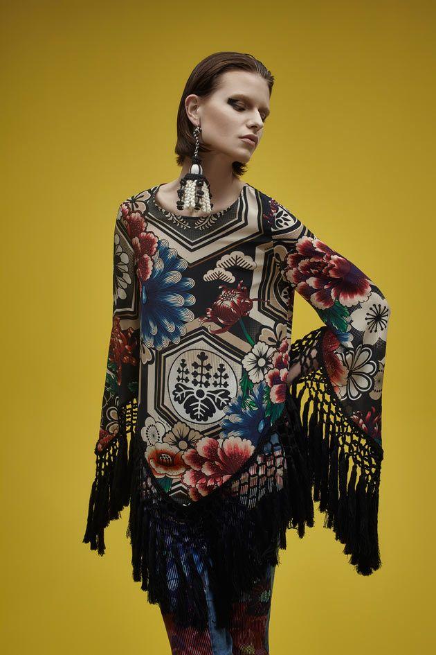 a coleção de primavera-verão 2015/16 da Adriana Barra, com estampas inspiradas no Japão. Tem bastante quimono, vestidos e batas