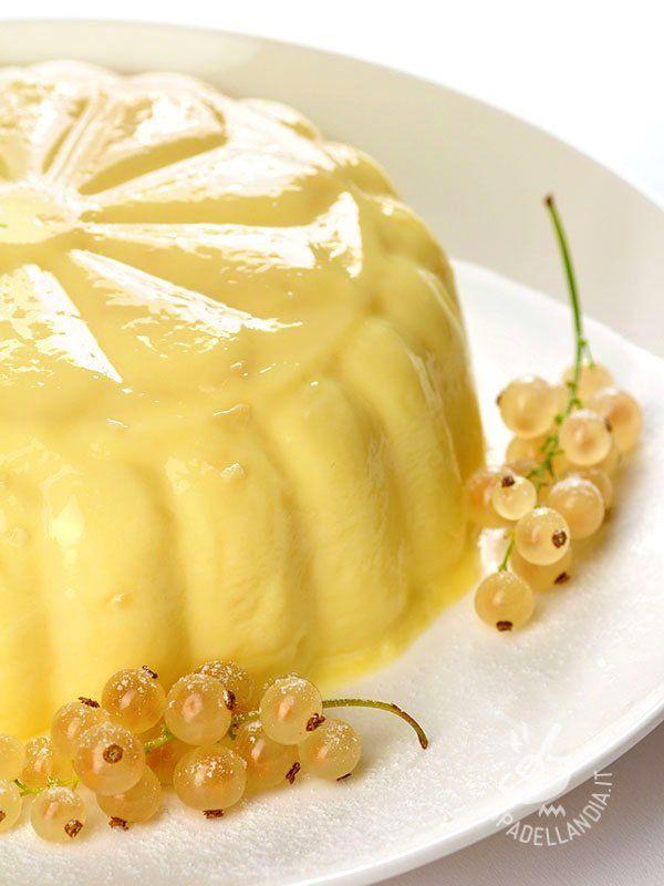 Vanilla pudding - Il Budino alla vaniglia è un dessert morbido e raffinato, il tocco finale ideale per una buona cenetta all'insegna della freschezza.