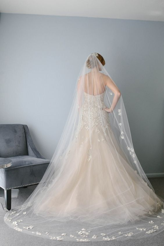 How To Choose Your Wedding Veil | Cathedral length veil ...- photo #50