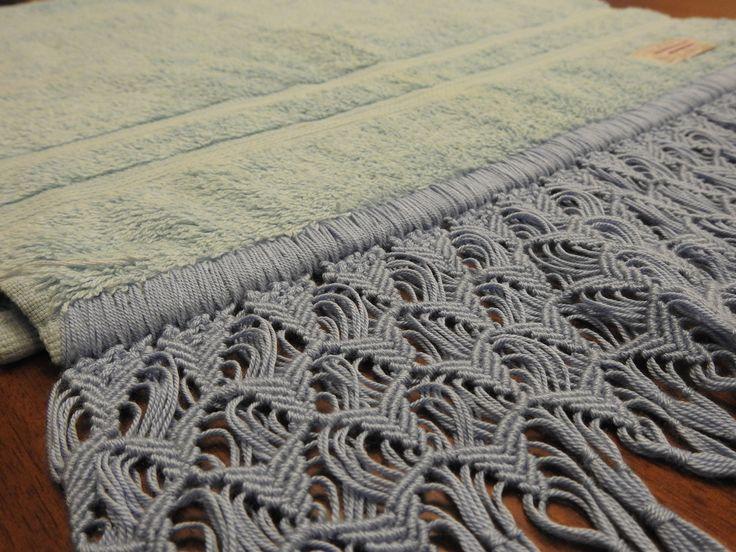 Toalha de rosto em algodão egípcio com lindo trabalho de macramê (abrolho). Linha de qualidade!