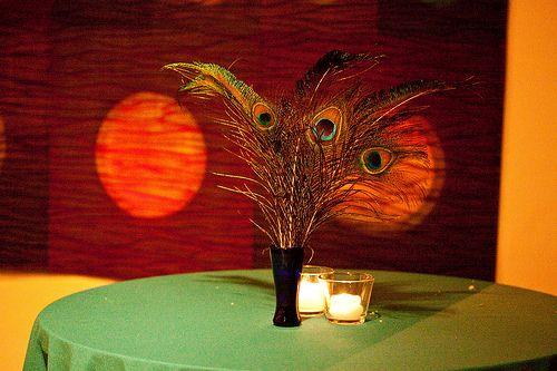 PrettyPeacock Feathers, Arrangements Ideas, Centerpieces Ideas, Floral Centerpieces, Feathers Centerpieces, Feathers Flower, Wedding Night, Banquet Ideas, Peacocks Feathers
