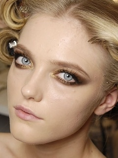 Dramatic make up, thinking of doing this style to match the dress colors