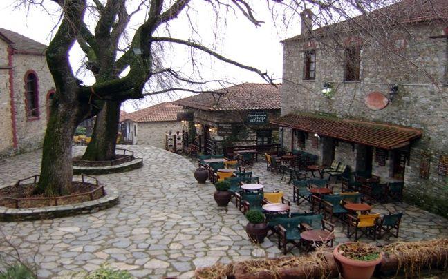 Παλαιός Παντελεήμονας, Πιερία | Senaria.GR-Στους πρόποδες του Ολύμπου,ο Παλαιός Παντελεήμονας είναι χαρακτηρισμένος παραδοσιακός οικισμός,καθώς αποτελεί ένα από τα καλύτερα δείγματα παραδοσιακής μακεδονίτικης αρχιτεκτονικής στη βόρεια Ελλάδα.