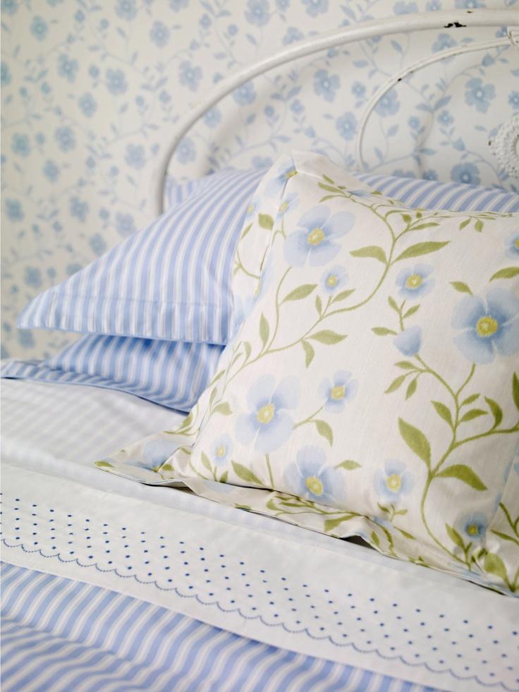 Sanderson - Colour for Living Fabrics #Sanderson #Decoracion #Tapizado #Tapizados #Pillows #Muebles #Cojines #Estampado #CojinSanderson #Cojincalidad #Cojinestampado  #Cojinrayas #Rayas #Estudioestilo