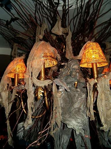 Love this halloween decor