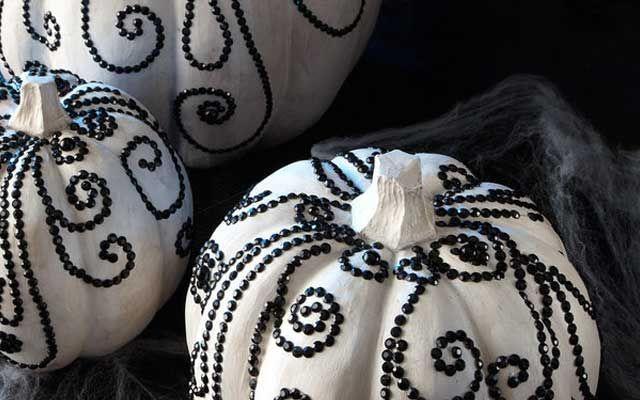 Decofilia Blog | Halloween DIY: Decoración de calabazas con un toque glam