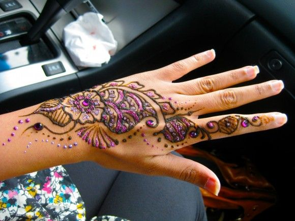 Today, our team blog brought some exclusive Mehndi Designs for hands and feet specially came festival Eid al-Adha.