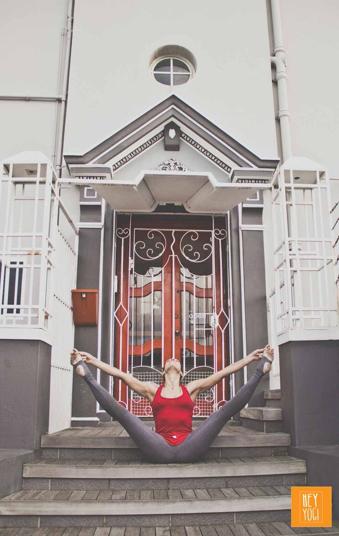 Upavishta Konasana B with Justine Barnes.  Yoga photography by Nora Wendel from HEY YOGI.  Cape Town 2015