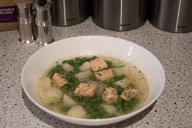 Уха с семгой и зеленым горошком. Диетический рецепт. КБЖУ. #диеты #рецепты #уха #семга #диетические_рецепты #калорийность #готовых #блюд