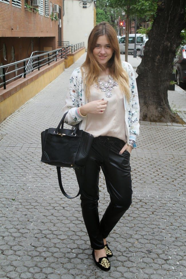 That bomber again 28-5-2014  Bomber: Zara (old) Blouse/ Blusa: Zara (old) Leather pants/ Pantalones de cuero: Choies Slippers: Zara (old)