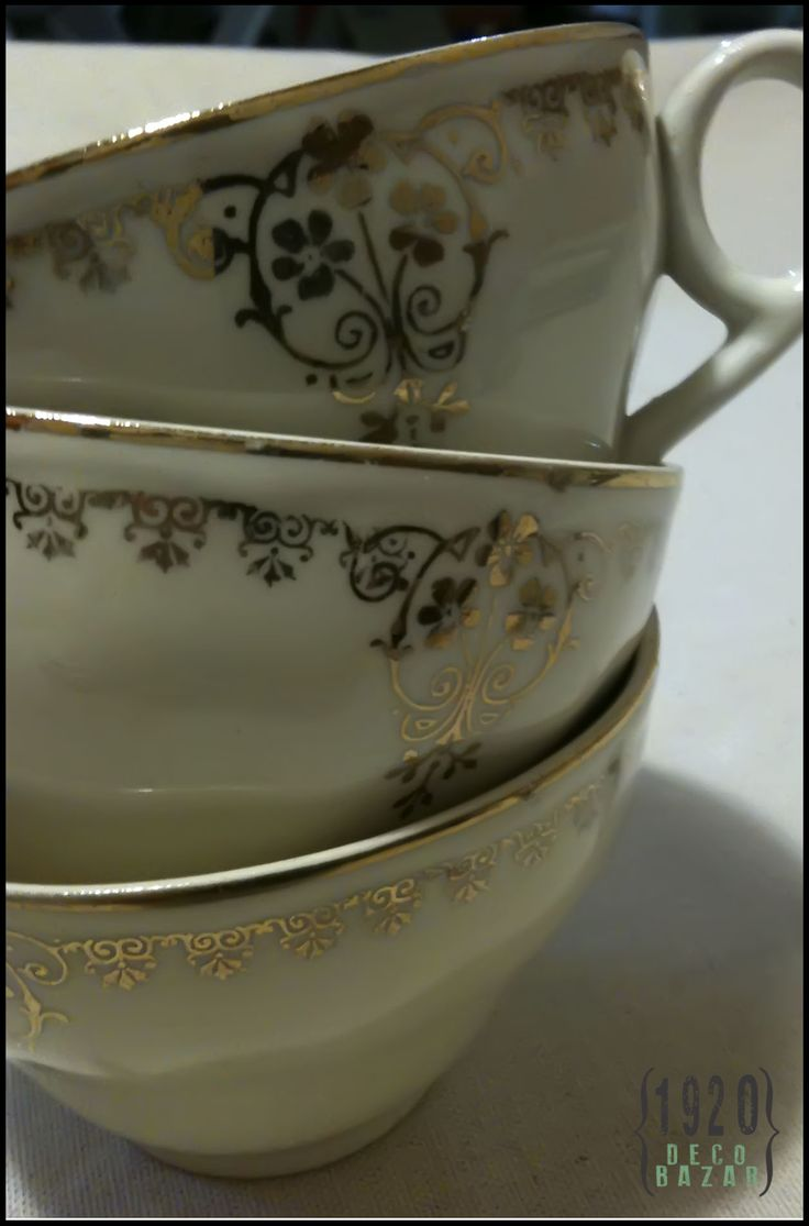 Taza loza inglesa con detalles en dorado. $50.- Más info y fotos: http://1920decobazar.blogspot.com.ar/2014/07/tazas-loza-inglesa.html