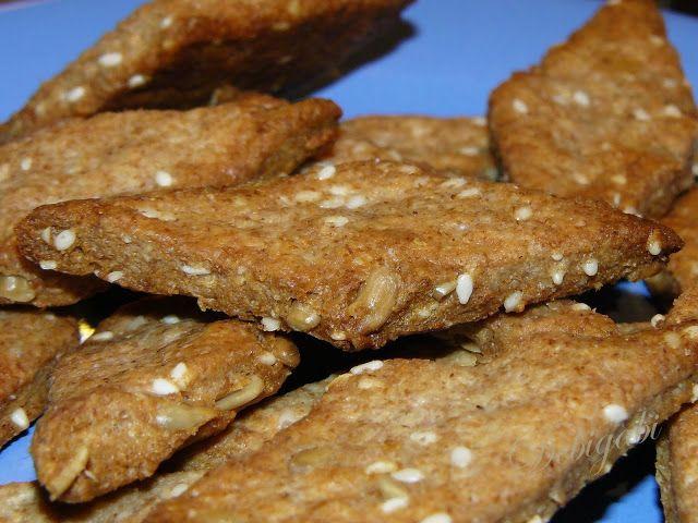 Vegyes saláta:  Apró sós süti magokkal