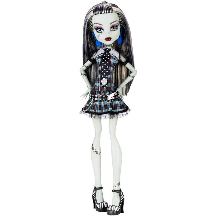 Cele mai bune prietene Monster High – BFF (Beast Friends Forever) – s-au intors si sarbatoresc acum cu multa voie buna prima lor intalnire in costumele de baza originale! Acestea sunt inca cel putin la fel de admirate de catre fani precum in prima zi de scoala!