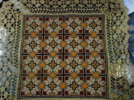 Ενα απο τα παλιά κλασσικά γεωμετρικά σχέδια που κεντιέται εύκολα και γρήγορα. Γιούλη Μαραβέλη-Χαλκίδα. Τηλ:22210 74152.