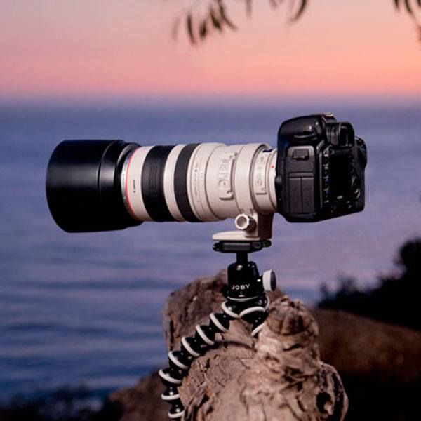 Minitripode flexible para camaras DSLR grandes con zoom incorporado o camaras de video. Soporta hasta 3 kg, altura maxima 24 cm. http://tinyurl.com/lo6hkrn