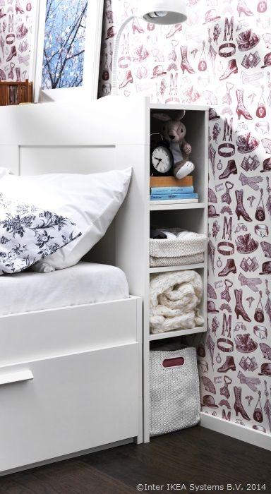 Tăblia poate adăposti tot felul de lucruri de care nu te lasă inima să te desparți www.IKEA.ro/tablie_BRIMNES