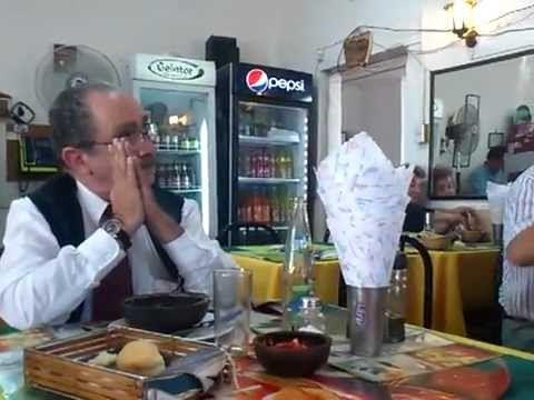 Un Buen plato de porotos, en Estación Central, Santiago Chile, por media hora, el mundo real queda muy lejos de aquí  http://encargado.cl  Porotos Restaurant el Campesino.mp4