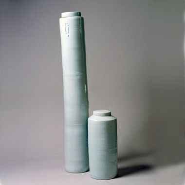 Edmund de Waal: An extremely large Lidded Jar & a large Fat Lidded Jar