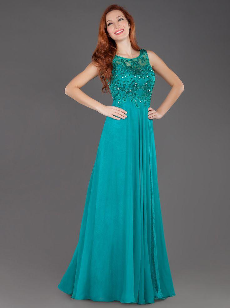 Κομψότητα και αριστοκρατικό ύφος αποπνέει αυτό το βραδινό φόρεμα Mikael με δαντέλα...  Chic Long Evening Lace Dress... http://mikael.gr/el/new-collection/55112.html