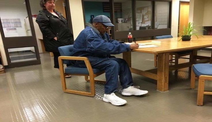 "The former Buffalo Bills star and murder suspect, OJ Simpson, was freed on parole on Sunday morning after serving nine years in prison.  He was told by prison staff, ""Don't come back"" to which he replied, ""I don't intend to.""  Simpson, 70, was acquitted of the 1994 killings of his ex-wife, Nicole Brown Simpson, and her close friend Ronald Goldman in Los Angeles."