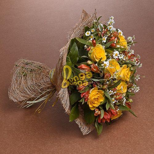 Букет цветов: розы и ромашки