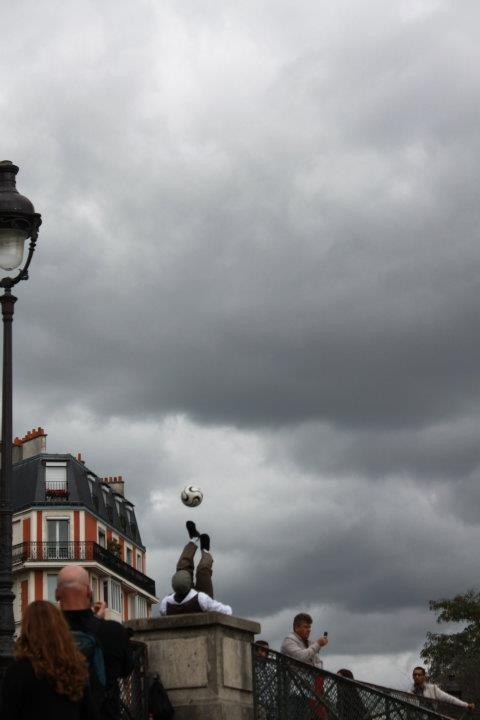 street artist.Paris.Ln.