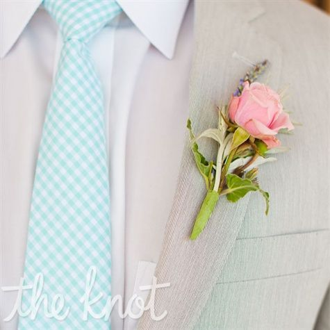 A Casual Oceanside Wedding in Ship Bottom, NJ      Photos: Offbeet Productions | Location: State Room