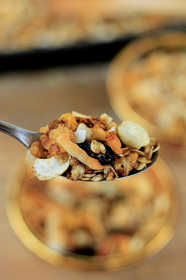 Granola vegana caseira infalível (sem açúcar)   Receita   herbi-voraz.com #receita #vegano #granola #granolacaseira #semaçúcar #fit