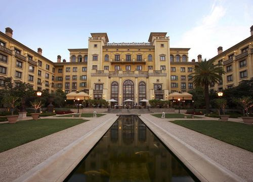 The Palazzo Montecasino - Palazzo is linked by a walkway to Montecasino, which replicates a 300-year-old Tuscan village, yet is a modern center housing shops, restaurants, entertainment venues, a bird garden, and a casino . The hotel also offers laundry facilities, concierge assistance, a gift shop, 24-hour room service, babysitting, currency exchange, a business center, and 24-hour front desk service . All rooms feature bathrobes, hairdryers, irons and ironing boards, high-speed Internet…