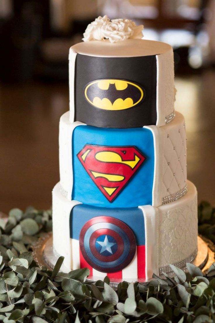 gateau de mariage original et idée avec bande dessinée - univers super héros