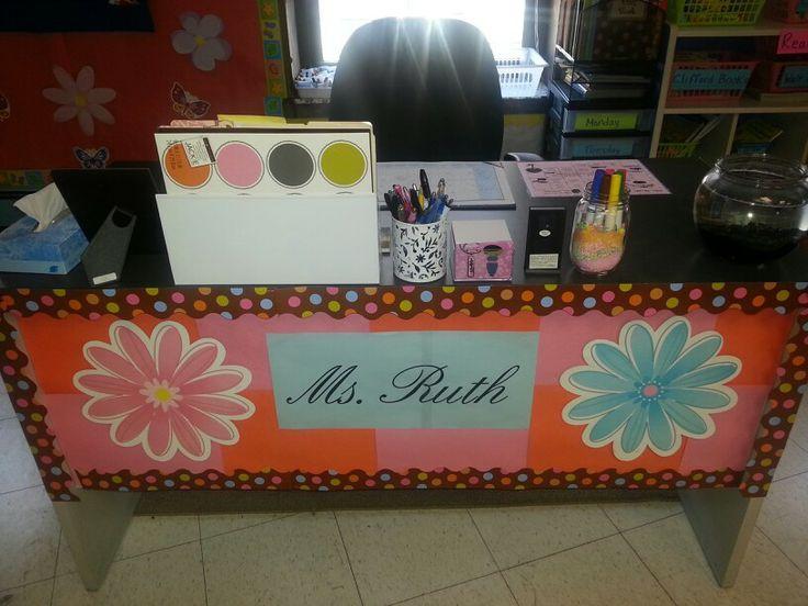MOM so stinking cute! -Great teacher desk ideas