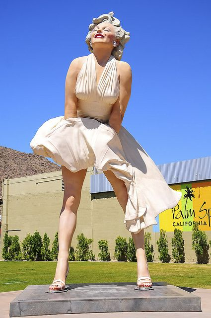 Marilyn Monroe Statue, Palm Springs, California - I couldn't believe the size of it! So random!