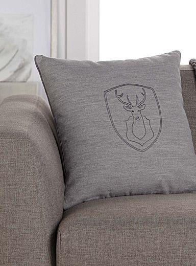Exclusivité Simons Maison     Un motif inspiré de la nature pour une ambiance chalet nordique.    Déhoussable et lavable   45x45 cm