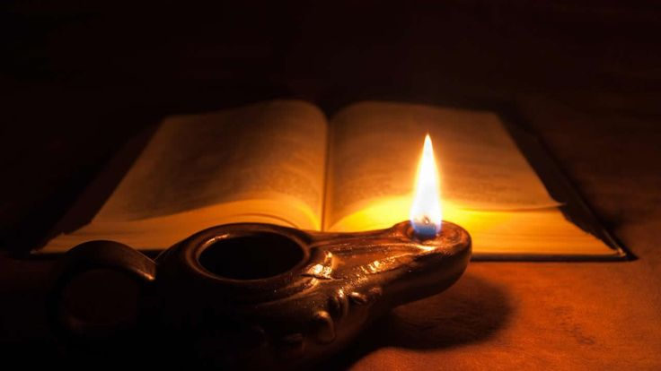 ¿Sabías que existe un «Biblia Oscura»? La Historia de este misterioso libro