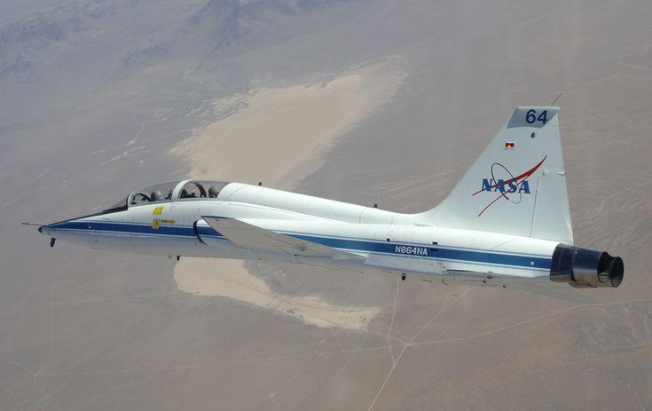 T-38_in_flight_over_Dry_Lake.jpg