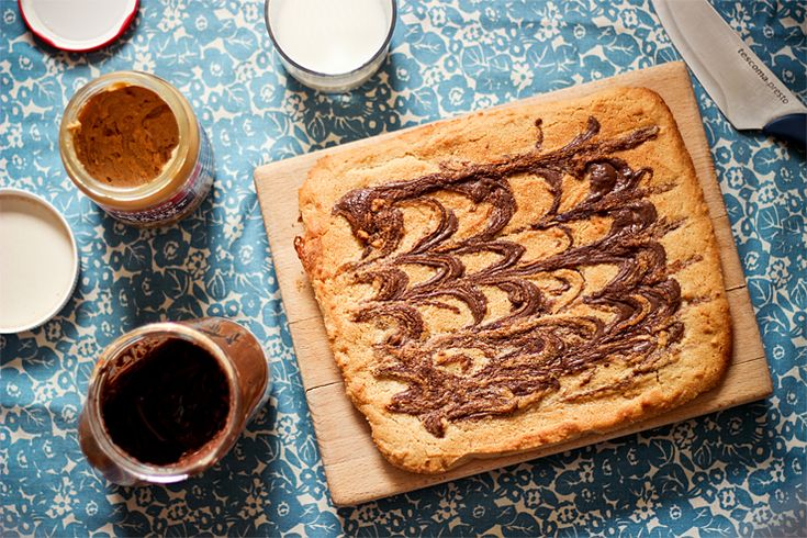 Nutella swirled peanut butter blondies | Arašidové blondies s Nutellou « Tina