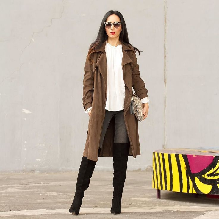Abrigo tipo trench blusa romántica y unas Botas de ante por encima de la rodilla de @rayethelabel que son ideales  Trench coat romantic blouse and an amazing pair of Over the knee boots from #RevolveClothing  You can see the entire look on  www.withorwithoutshoes.com  #zara#girl#zaradaily#zaracoat#redlips#redlipstick#zaraaddict#revolveme#revolvearoundtheworld#queenbe#rayethelabel#otkboots#otk#overthekneeboots#overtheknee#kneehighboots#ootd#todaysoutfit