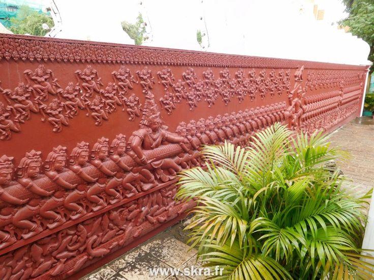 Gravure murale de Nagas dans un temple Cambodgien