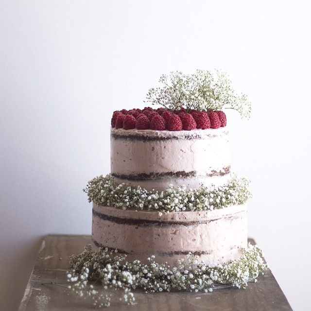 Lemon & Raspberry Cake ready to go!  #foraclient #cakesforspeacialdays #customcakes #bdaycake #cakedesign #cakelove #rusticcakes #special #details #photooftheday #layercake #cakelove #homebaker #framboesas #babybreath #twotiercake #desserttable #foodstyling #foodphotography #misscake #tv_living #vscocakes #nakedcake #kitchenbowl #vscofashionfood