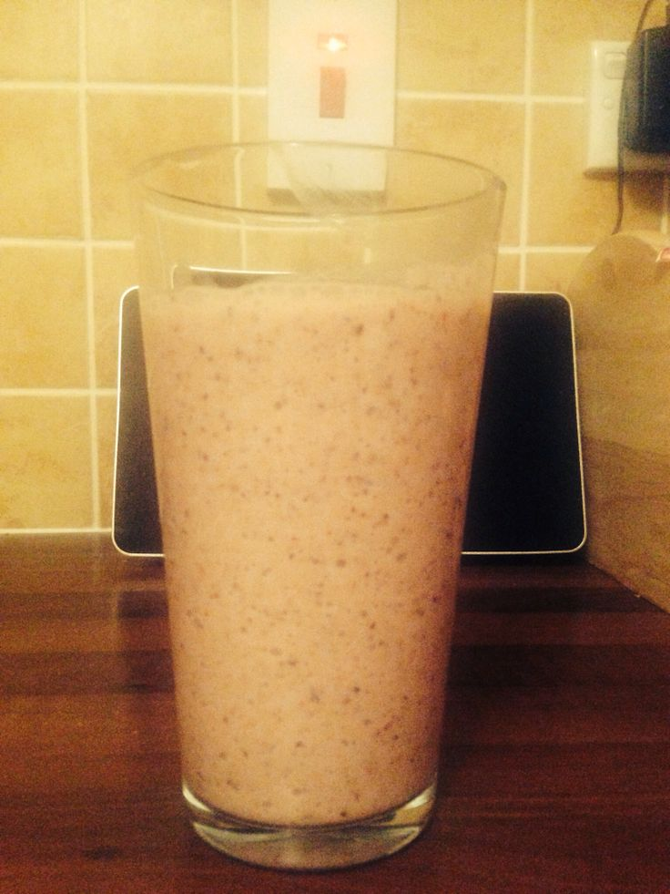 Slimming World smoothie - banana, apple, grape, strawberry, blueberry with natural Greek yoghurt and a dash of honey. All of it super free and free except for the honey which is 2 syns.