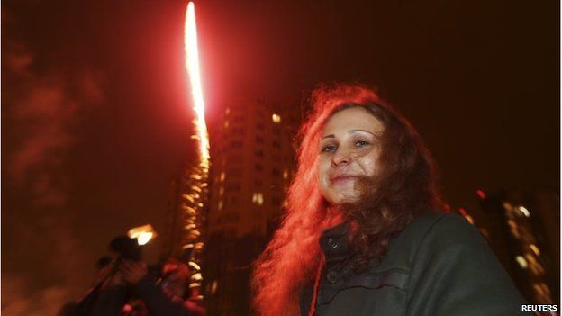 Maria Alyokhina near a decorative street light after her release from a penal colony in Nizhny Novgorod December 23, 2013 - Pussy Riot member urges Russia Olympics boycott
