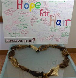 «Hope for Hair» Μαθήτριες και δασκάλες δώρισαν τα μαλλιά τους για παιδιά με καρκίνο.  #hopeforhair http://health.in.gr/news/various/article/?aid=1500044821