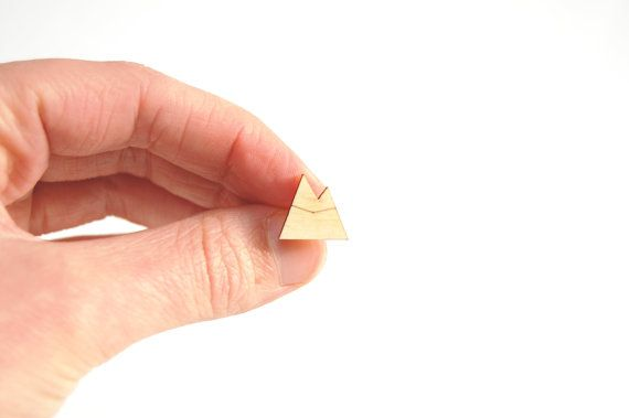 €8,00 Oorbellen bergen, lasergesneden oorbellen, houten sieraden, laser cut sieraden, oorknopjes hout, nikkel vrij, geometrisch, modern, winter