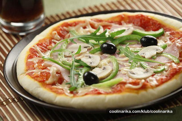 Recept za pizza tijesto, pizza majstori čuvaju kao zmija noge, a zapravo je jednostavno, istraživao sam, i evo: BIT je glatko brašno ili maks. 3:1 za glatko:oštro za tijesto, a TEMPERATURA PEČENJA je najvažnija, ostalo je vaša kreacija… Napravite tijesto po receptu, stavite u VRELU pećnicu i postat ćete vrhunski pizza majstor.