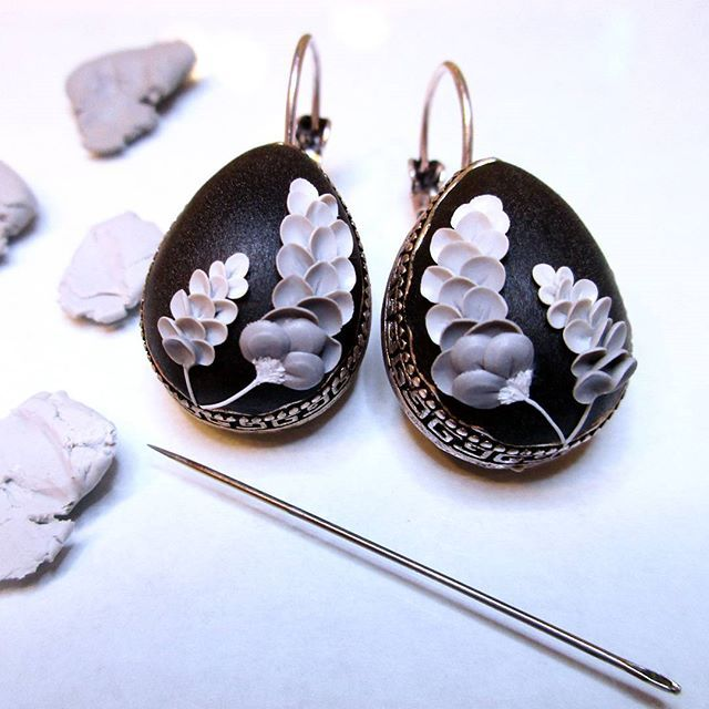 Currently on my desk. I am preparing black earrings with shades of grey...  Every detail is handmade from polymer clay using only a tiny needle. . . . . . . . . . #madetocreate #tinyflowers #grey #miniatures #miniatureart #miniature #fimo #polymerclay #fimocreations #polymerclayjewelry #embroidery #embroideryart #embroiderydesign #floral #floraldesign #floralart #flower #blooming #blossoms #handcraftedjewelry #handmadejewelry #whphowicreate #artjewelry #wearableart #whpmadewithlove #...